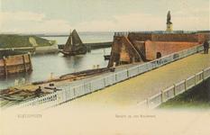 4384 Gezicht op de voorhaven en het Keizersbolwerk te Vlissingen