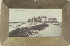 4458 Gezicht op Boulevard Evertsen te Vlissingen met het Badstrand en Grand Hotel Britannia (in houten schilderijlijst)