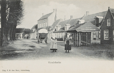 489 Gezicht op de travalje en een paard en wagen op het Dorpsplein te Koudekerke