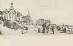 4934 Gezicht op Boulevard Evertsen en het strand te Vlissingen, met links Grand Hotel Britannia
