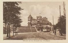 4955 De achterzijde van het Strandhotel te Vlissingen, met daarvoor de Leeuwentrap en de tram