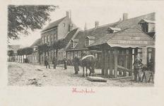 505 Militairen, de travalje en paard met sleepbord op het Dorpsplein te Koudekerke
