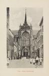 5261 Gezicht op de Korte Kerkstraat in Goes in de richting van de Maria Magdalenakerk, met rechts een huis voorzien van ...