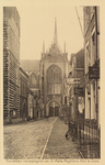 5367 Gezicht op de Maria Magdalenakerk in Goes vanaf de Grote Markt, met rechts de Bank voor Zeeland en een huis met ...