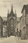 5371 Gezicht op de Maria Magdalenakerk in Goes vanuit de Korte Kerkstraat, met recht een huis met het bord 'Van Gend & ...