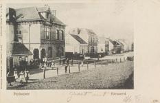 5489 Gezicht op de Schoolstraat in Hansweert, met als tweede pand van links het post- en telegraafkantoor