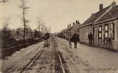 5530 Gezicht op de Molendijk in 's-Heerenhoek
