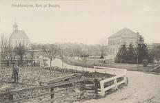 5564 Gezicht op de Nederlandse Hervormde kerk en de pastorie in Hoedekenskerke