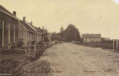5594 Gezicht op de Straatweg in Kapelle, in de richting van de Nederlandse Hervormde kerk