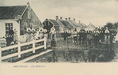 5685 Gezicht op de Meidam in Kruiningen met op de hoek de smederij van Oele