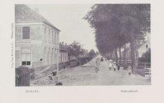 5788 Gezicht op de Haltestraat (vroegere Stationsweg) met het Stationskoffiehuis in Rilland (gemeente Rilland-Bath)