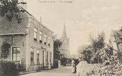 5855 Gezicht op de pastorie van de Hervormde gemeente Wemeldinge, met op de achtergrond de kerk