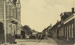 5935 Gezicht op de Damstraat in Yerseke, met links het post- en telegraafkantoor