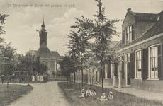 6216 Gezicht op de Kerkstraat te Burgh met op de achtergrond de Nederlandse Hervormde kerk en rechts de pastorie