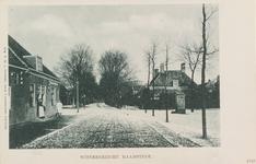 6307 Wintergezicht op de Ring en de Noordstraat te Haamstede, met links Café Brandenburg en achter de dorpspomp de herberg