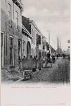 7259 Gezicht op de Kaaistraat in Sint Maartensdijk, met rechts van de poort een logement