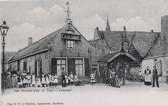 7323 Gezicht op de smederij met het door smidsbaas Verkerke in het laatste kwart van de achttiende eeuw vervaardigde ...