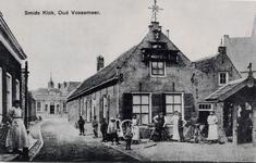 7324 Gezicht op de smederij met het door smidsbaas Verkerke in het laatste kwart van de achttiende eeuw vervaardigde ...