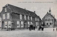 7354 Gezicht op de Markt in Scherpenisse, met het hotel Gouden Leeuw en het gemeentehuis (met daktorentje)