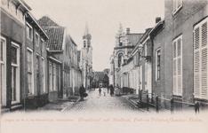 7427 Gezicht op de Hoogstraat in Tholen met het post- en telegraafkantoor en het stadhuis