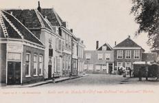 7429 Gezicht op de Kade in Tholen met rechts hotel-café-restaurant Logement Het Hof van Holland en links de ...