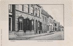 7529 Gezicht op de Noordstraat te Axel met het postkantoor. De bovenste helft van het passe-partout is uitgevoerd in ...