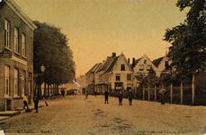 7607 Gezicht op de Markt te Hulst met rechts het hek rondom de kerk
