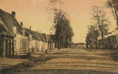 768 Gezicht op het Oranjeplein te Oost-Souburg met links op de voorgrond de hoefsmederij van A. Steketee