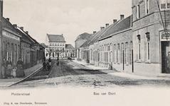 7763 Gezicht op de Polderstraat te Sas van Gent met rechts een estaminet