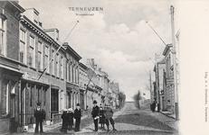 7835 Gezicht op de Nieuwstraat te Terneuzen met links het Terneuzens koffiehuis en rechts een estaminet