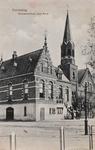 7988 Het gemeentehuis en de Nederlandse Hervormde kerk te Zaamslag
