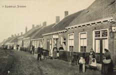 8184 Gezicht op de 1ste Zandstraat te Breskens met rechts het café annex de kleermakerij van De Witte
