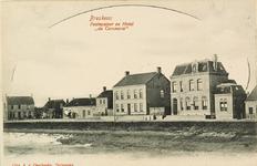 8187 Gezicht op het postkantoor en hotel Du Commerce aan de Spuikom te Breskens