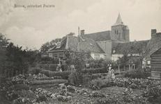 831 De achterzijde van de pastorie en de Ned. Herv. kerk te Ritthem gezien vanuit een tuin