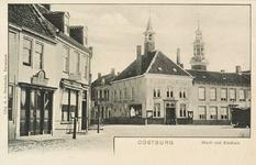 8403 Gezicht op de Markt te Oostburg met het gemeentehuis en op de achtergrond de toren van de Ned. Herv. kerk