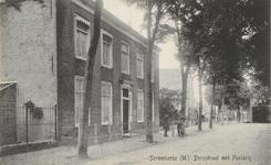 871 Gezicht op de Dorpstraat met de pastorie te Serooskerke (Walcheren)