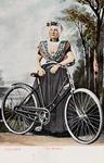 9333 Een poserende vrouw in protestantse, Zuid-Bevelandse dracht met een fiets, voor een gefingeerd landschap