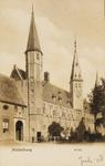 9913 Gezicht op het Abdijplein te Middelburg met de S.P.Q.M.-poort, het Rijksarchief en de Balanspoort