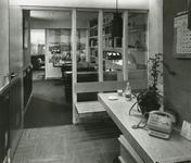 2555-7 Pand van de Zeeuwse Apotheek, Grote Markt 10 te Goes, aangepast naar ontwerp van architect J.D. Poley, in ...