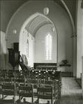 826-11 Interieur van de Nederlandse Hervormde kerk te 's-Gravenpolder, na de restauratie onder leiding van ...