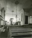 826-16 Het interieur van de Nederlandse Hervormde kerk te 's-Gravenpolder, vóór de restauratie onder leiding van ...