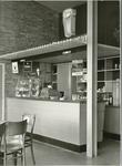 893-4 Counter in het restaurant van het Bootstation van de Provinciale Stoombootdiensten in Zeeland (PSD) te ...