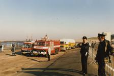 AR-0037-044 Neeltje Jans. Brandweer paraat tijdens het koninklijk bezoek van Prinses Beatrix en Prins Claus en hun ...