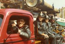 AR-0037-153 Haamstede. Ring. De manschappenwagen met kenteken NN-10-93 uit 1952 op Koninginnedag