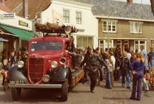 AR-0037-154 Haamstede. Ring. Demonstratie op Koninginnedag met een uit 1952 stammende manschappenwagen