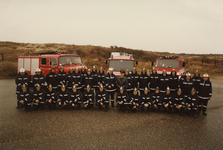 AR-0037-239 Renesse. Scholderlaan. Overdracht van HV871 (Hulpverleningswagen). Groepsfoto van het voltallig ...