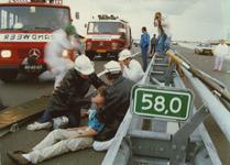 AR-0037-251 Stormvloedkering. Oefening. Verzorging van 'slachtoffers'