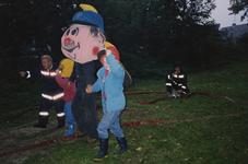 AR-0037-260 Renesse. De brandweer werkt mee aan het schoolkamp van de Beatrixschool uit Zierikzee