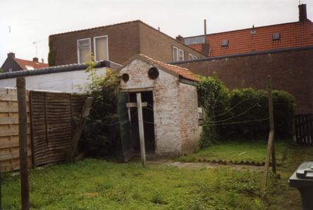B-0074 Bruinisse. Oudestraat. Het arrestantenlokaal (in de volksmond ook wel genaamd het Bodekotje) was gelegen achter ...