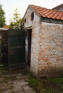 B-0075 Bruinisse. Oudestraat. Het arrestantenlokaal (in de volksmond ook wel genaamd het Bodekotje) was gelegen achter ...
